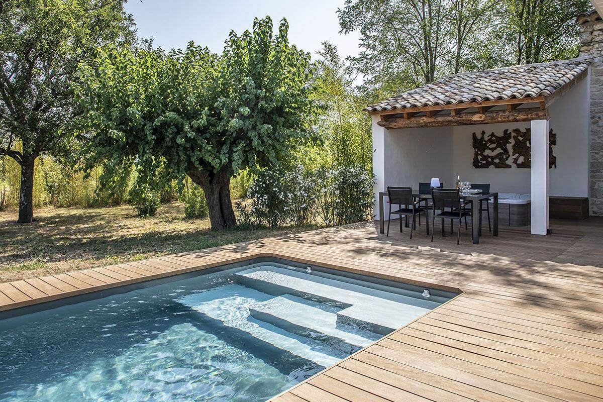 16-piscine-carnas-terrasse-bois-finition-sans-margelles-escalier-personnalise